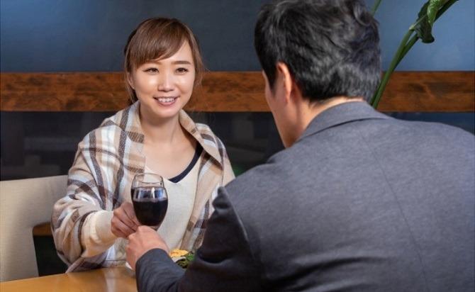 サシ飲みをに誘ってくる男性心理とは?
