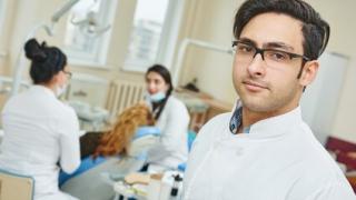歯科に関する知識を得る場所によって保健行動と歯周病の有病率に差-岡山大