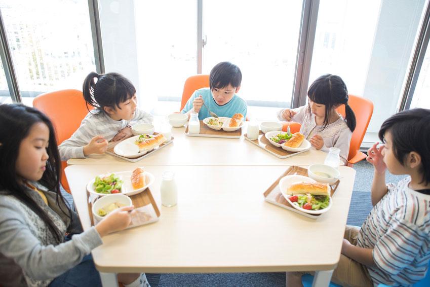 給食実施率の増加で、肥満が減少することが判明 東大の画像です