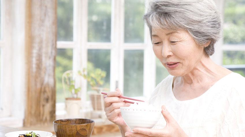 唾液不足が及ぼす影響と「サラサラ唾液」を出す方法