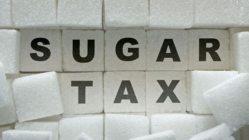 世界各国で検討される砂糖飲料税の画像です