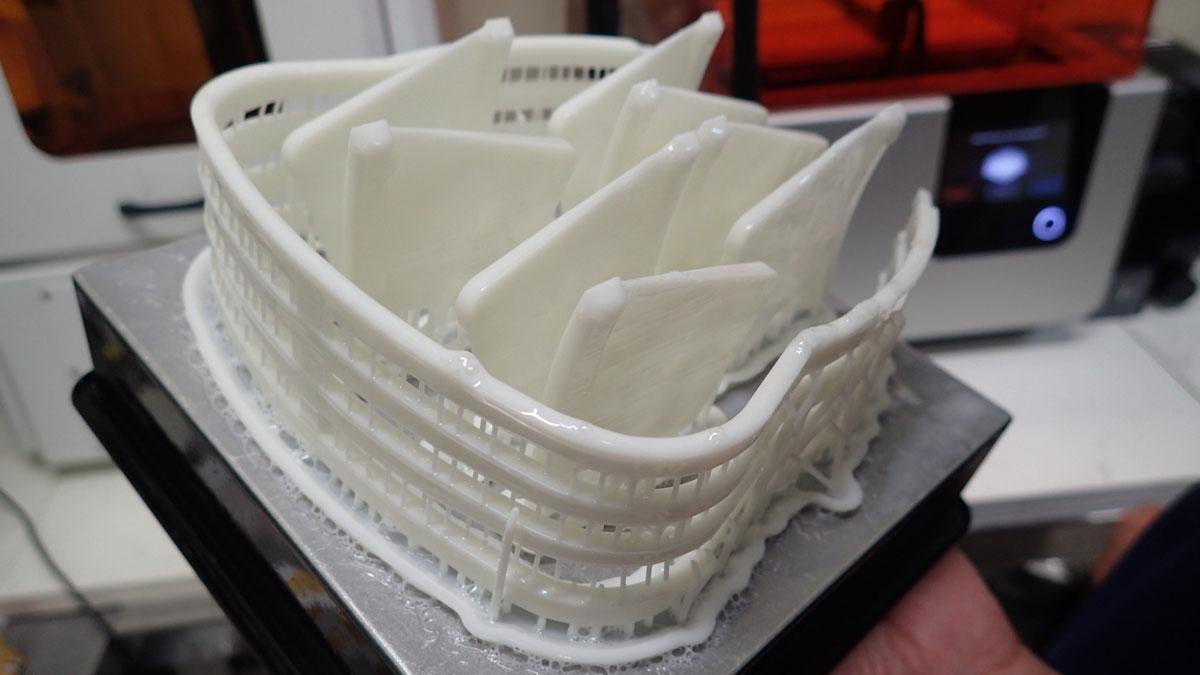 歯科技工所発、3Dプリンタで製作したフェイスシールドを医療現場への画像です