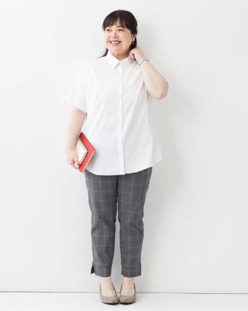 白シャツ(長袖、半袖どちらでもOK) ぽっちゃりさんにおすすめのオフィスカジュアル