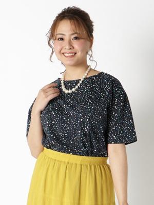 ダークカラーTシャツ ぽっちゃりさんの夏のオフィスカジュアル