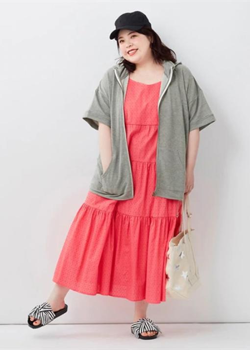 紫外線対策と温度管理ができるコーディネート ぽっちゃりさんの夏のアウトドアファッション