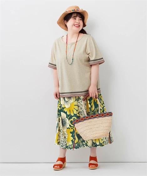 落ち素材のロングスカートとふんわり袖のトップスで可愛いIラインコーデ_01 ぽっちゃりさんにオススメ