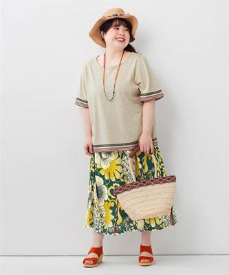 花柄カットソーマキシスカート ぽっちゃりさんにオススメのリゾートコーデ