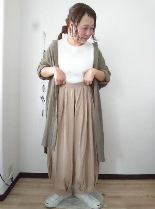 アウター代わりにしたシャツワンピースでシンプルな重ね着コーデに02 ぽっちゃり女子の楽ちんワンピースレイヤードスタイル(晩夏・秋コーデ)