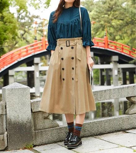 クラシカルなデザインの秋っぽコーデ ぽっちゃりさんにおすすめ体型カバーもできる秋色シャツ・ブラウス