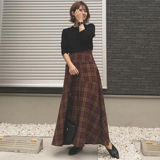 ガーリーでクラシカルなチェックフレアスカート ぽっちゃりさんにおすすめの秋のチェックコーデ