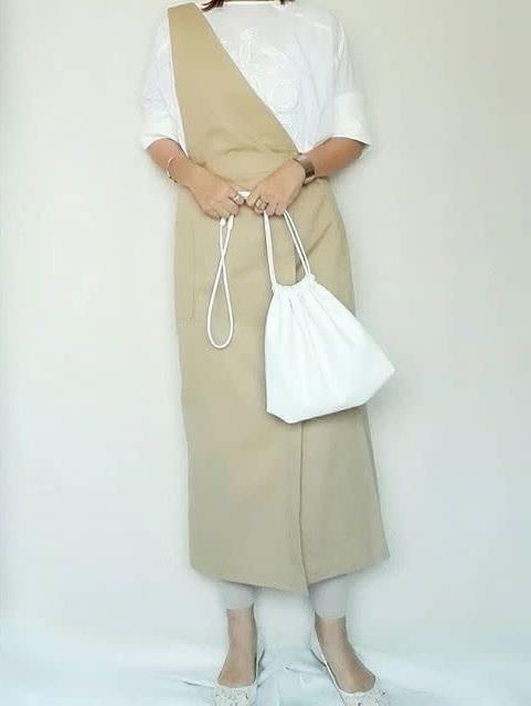 着回しやすいベージュジャンパースカート ぽっちゃりさんの秋の大人ベージュコーデ