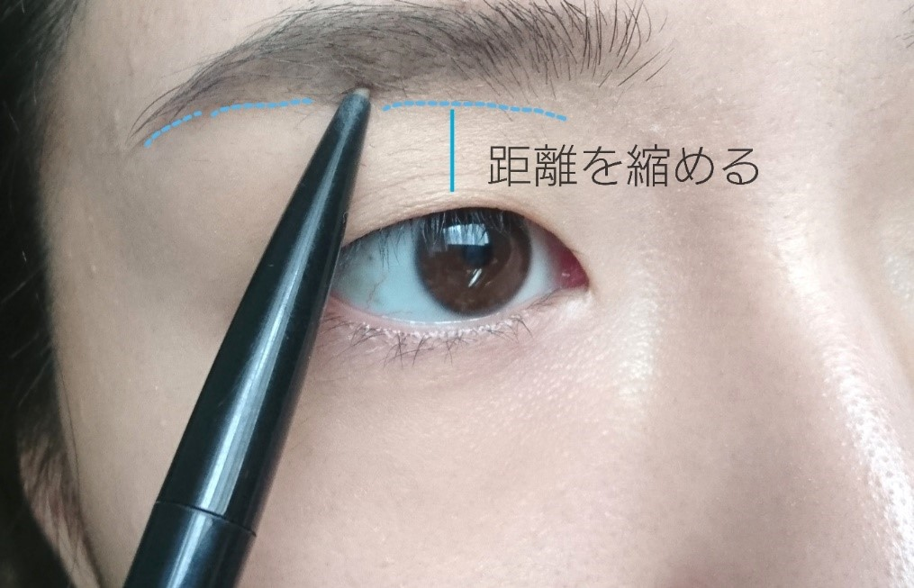 ナチュラルメイクで目を大きくする方法 一重 まぶたと眉毛の位置を近づける
