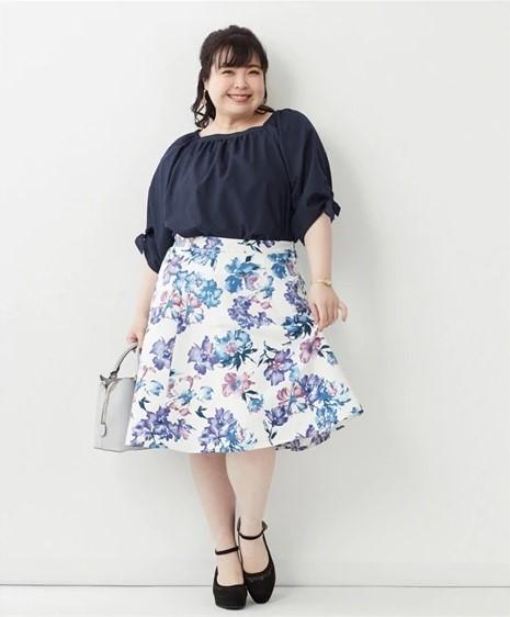 水彩画風の花柄スカート
