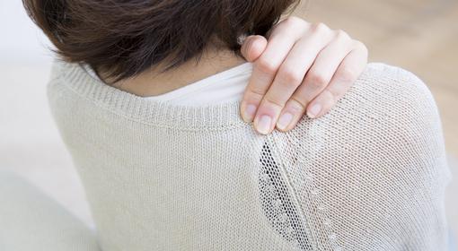 2.肩こりの悩みからも解放! 胸を支える太いストラップのブラ