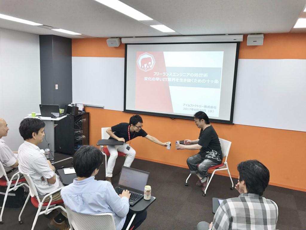 進行役のアイムファクトリースタッフと講師の松山氏