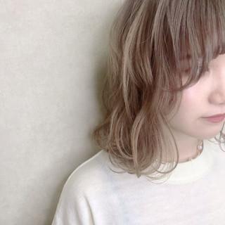 ショートヘア 切りっぱなしボブ ミディアム ショートボブ ヘアスタイルや髪型の写真・画像