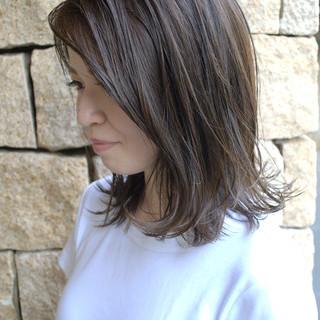 切りっぱなしボブ 鎖骨ミディアム ナチュラル 外ハネ ヘアスタイルや髪型の写真・画像