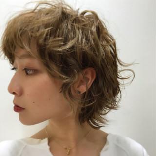 ショート デート ウェーブ アウトドア ヘアスタイルや髪型の写真・画像