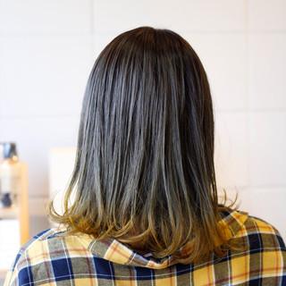 アッシュ イエロー 外ハネ ガーリー ヘアスタイルや髪型の写真・画像