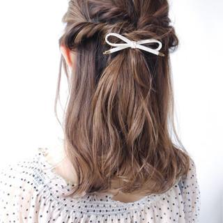 簡単ヘアアレンジ セミロング 涼しげ ヘアアレンジ ヘアスタイルや髪型の写真・画像
