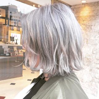 ホワイトアッシュ 色気 大人女子 アッシュ ヘアスタイルや髪型の写真・画像 ヘアスタイルや髪型の写真・画像