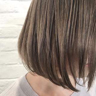 ボブ ハイトーン ミルクティー 透明感 ヘアスタイルや髪型の写真・画像