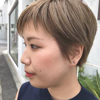 ショート 色気 大人かわいい ナチュラル ヘアスタイルや髪型の写真・画像