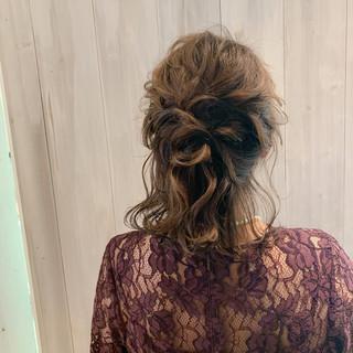 ミディアム 結婚式ヘアアレンジ フェミニン ゆるナチュラル ヘアスタイルや髪型の写真・画像