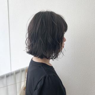 ボブ ガーリー 外ハネ グレージュ ヘアスタイルや髪型の写真・画像