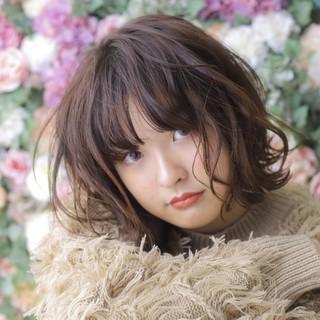 ミディアム 秋冬スタイル うざバング ナチュラル ヘアスタイルや髪型の写真・画像