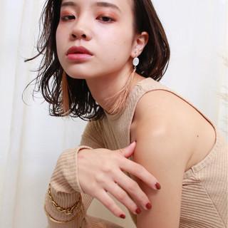 ミディアム 透明感 ヘアアレンジ モード ヘアスタイルや髪型の写真・画像