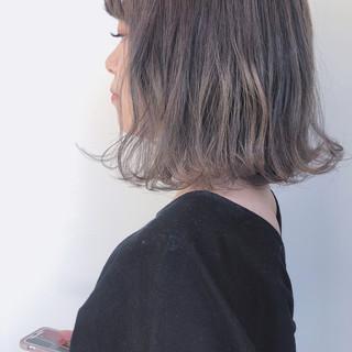 ナチュラル ミルクティーグレージュ ミルクティーベージュ ミルクティーアッシュ ヘアスタイルや髪型の写真・画像