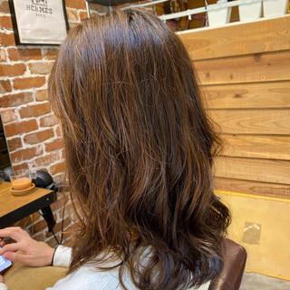 ロングヘア デジタルパーマ アッシュグレージュ グレージュ ヘアスタイルや髪型の写真・画像