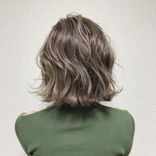 外ハネ ボブ ブリーチ ハイライト ヘアスタイルや髪型の写真・画像