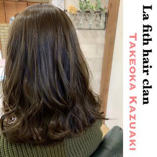 アッシュグレージュ アディクシーカラー ナチュラル セミロング ヘアスタイルや髪型の写真・画像
