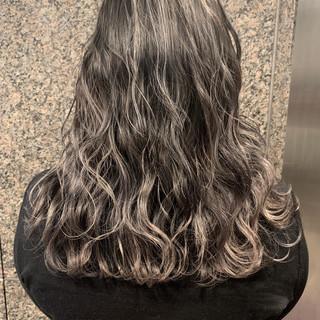 グラデーションカラー 外国人風カラー アッシュグレージュ ミディアム ヘアスタイルや髪型の写真・画像