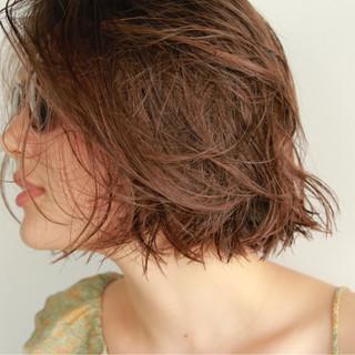 グレージュ 外国人風 ボブ くせ毛風 ヘアスタイルや髪型の写真・画像