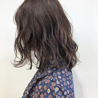 ミディアム 透明感 ブリーチ フェミニン ヘアスタイルや髪型の写真・画像