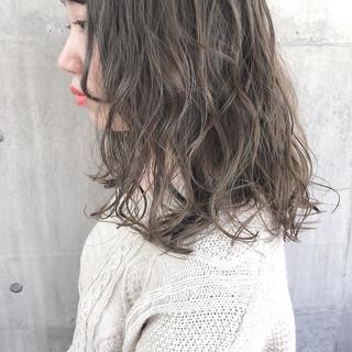 グレージュ ヘアアレンジ ミルクティーベージュ ナチュラル ヘアスタイルや髪型の写真・画像