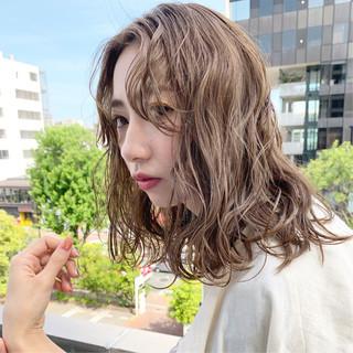 外国人風カラー 簡単ヘアアレンジ 透明感カラー ミディアム ヘアスタイルや髪型の写真・画像