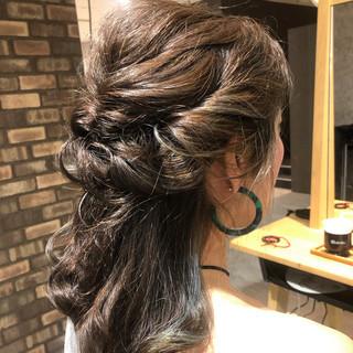 インナーカラー ミディアム グラデーションカラー ナチュラル ヘアスタイルや髪型の写真・画像
