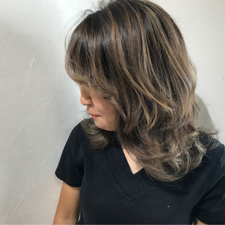 うる艶カラー ナチュラル 外国人風 セミロング ヘアスタイルや髪型の写真・画像