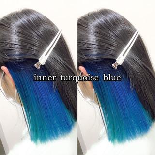 ストリート ミディアム インナーカラー ターコイズブルー ヘアスタイルや髪型の写真・画像
