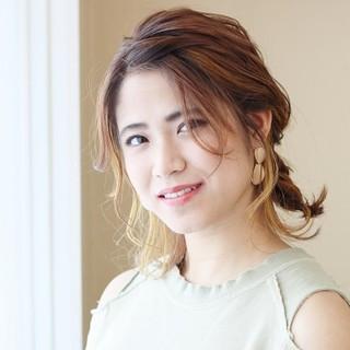 フィッシュボーン ナチュラル 簡単ヘアアレンジ ミディアム ヘアスタイルや髪型の写真・画像