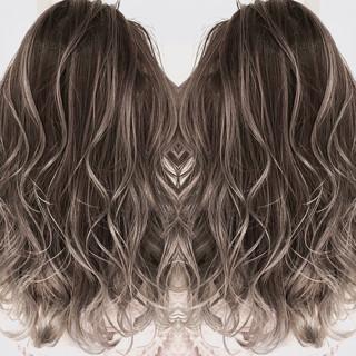 エレガント ゆるふわ 透明感 グレージュ ヘアスタイルや髪型の写真・画像