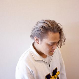 ミディアム モード シルバー ハイトーンカラー ヘアスタイルや髪型の写真・画像