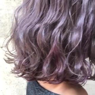 ラベンダーピンク ピンク ストリート ミディアム ヘアスタイルや髪型の写真・画像