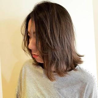 レイヤーカット ニュアンス デート ナチュラル ヘアスタイルや髪型の写真・画像