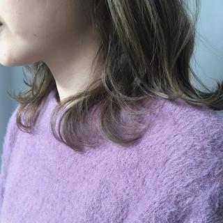 スモーキーカラー おしゃれ ミディアム ナチュラル ヘアスタイルや髪型の写真・画像