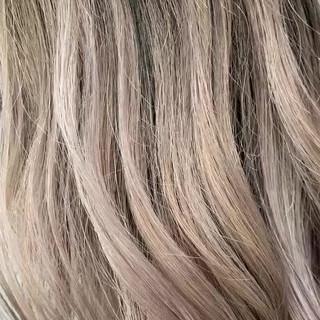 ミディアム ハイトーン ブロンドカラー ガーリー ヘアスタイルや髪型の写真・画像